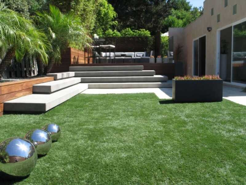 Laying technology and rules for growing roll lawn