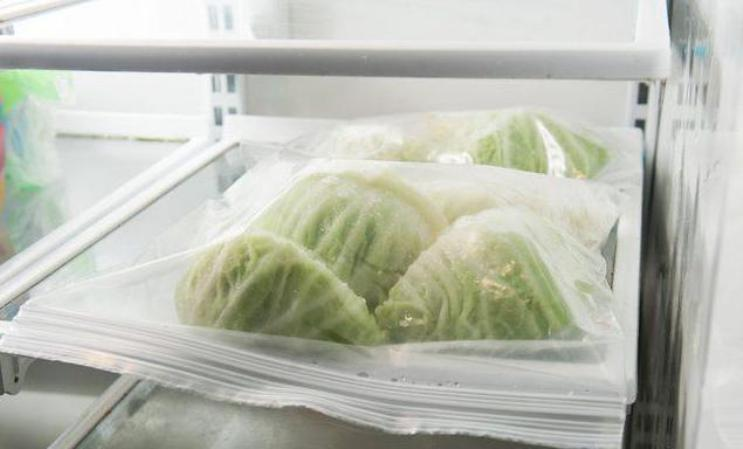 Storing cabbage in the refrigerator